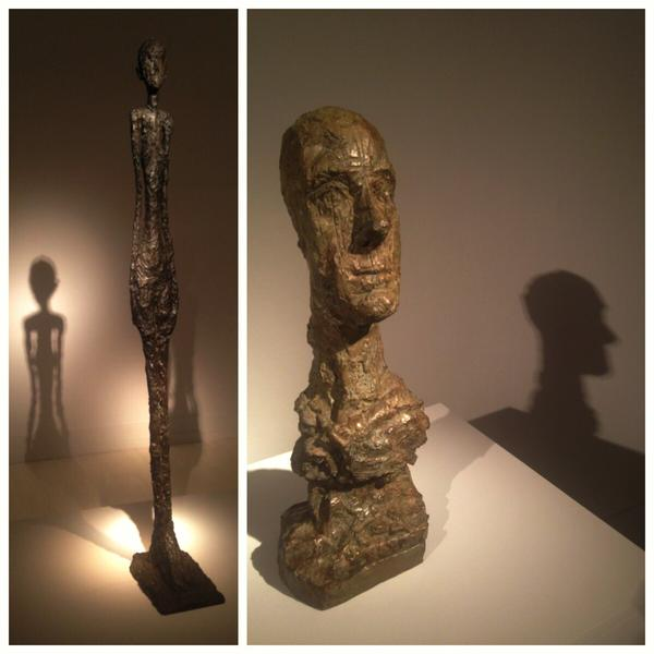 """""""İnsan figürünün değil, düşürdüğü gölgenin heykelini yapıyorum"""" diyen Giacometti'nin heykelleri Pera Müzesi'nde sanatçının bu arayışına uygun biçimde sergileniyor."""